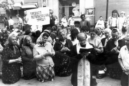 Молитовне голодування на Арбаті. На першому плані – о. Ярослав Лесів.