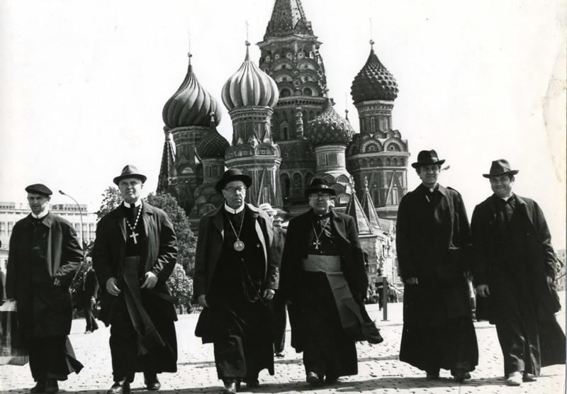 Українські католицькі єпископи на Красній площі в Москві (1989)