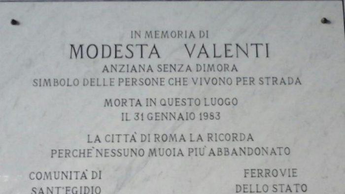 Таблиця, встановлена в пам'ять про Модесту Валенті 29 січня 2019 року. Фото Sant'Egidio